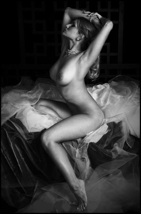 σόλο γυμνό κορίτσι φωτογραφίες μαύρες λεσβίες τρίβει τα μουνιά τους μαζί